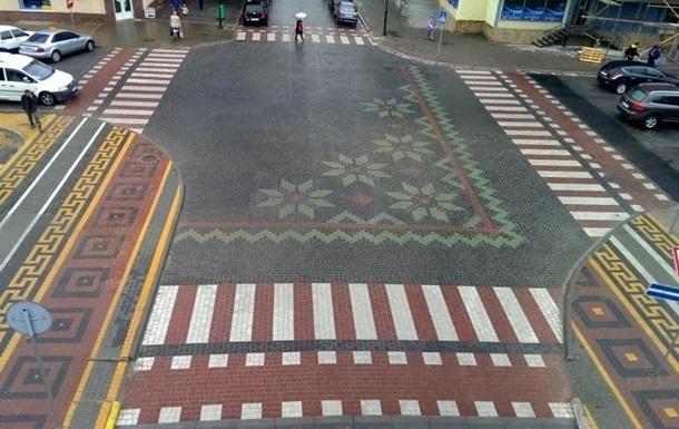 ГАИ оштрафовало ЖКХ Каменец-Подольского за вышиванку на перекрестке