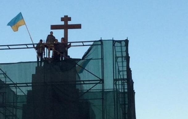 На место Ленина в Харькове установили крест