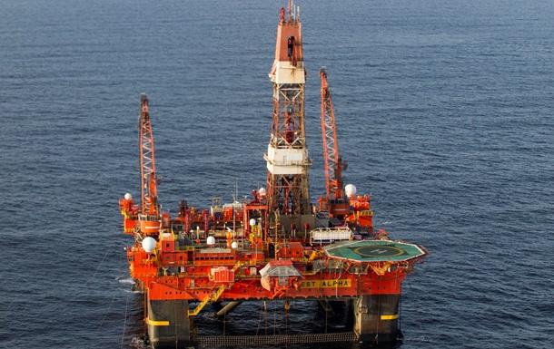 Нефть теряет в цене из-за курса доллара