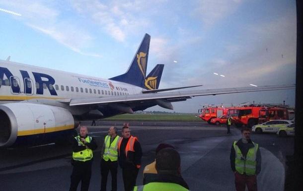 Два пассажирских самолета столкнулись в аэропорту Дублина