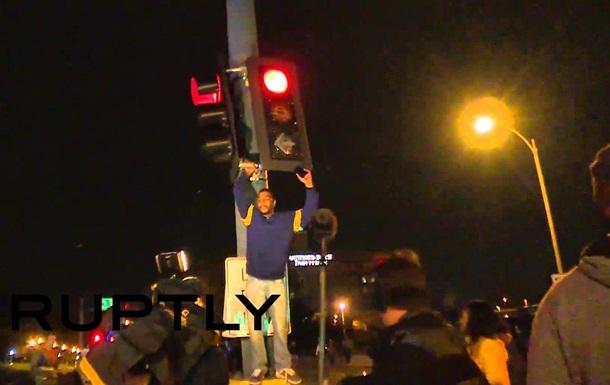 В США протестующие перекрыли улицу