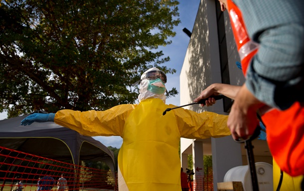 Минздрав США: Эбола напугала американскую нацию