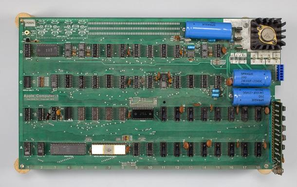 Первый компьютер Apple продадут с аукциона