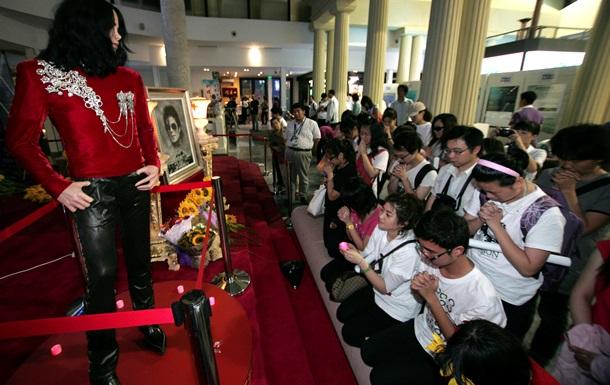 Политик из Гвинеи лишился шести статуй Майкла Джексона