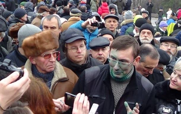 Зарплаты и пенсии на Донбассе получат не все - Луценко