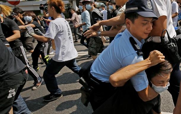 В Гонконге произошли столкновения демонстрантов и неизвестных в масках