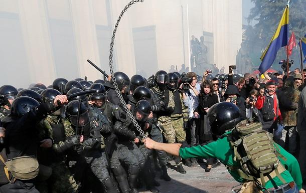 Люди под Радой - кто вы?! Интернет о драке под зданием парламента