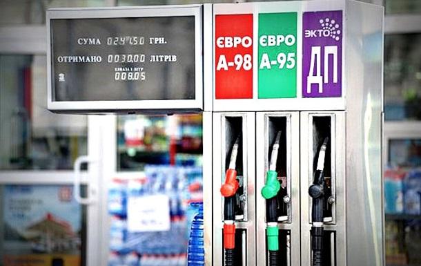 Яценюк просит АМКУ помочь снизить цены на бензин