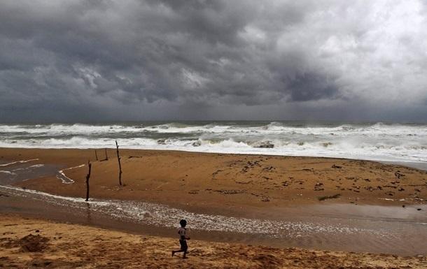 Число жертв циклона на востоке Индии увеличилось до 41