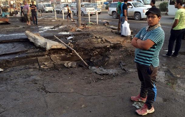 При взрыве смертника в Ираке погибли не менее 15 человек