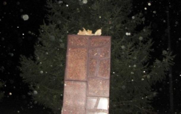 На Луганщине снесли еще два памятника Ленину - ВО Свобода