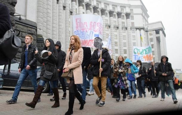 Студенты провели под Кабмином  марш пустых кастрюль