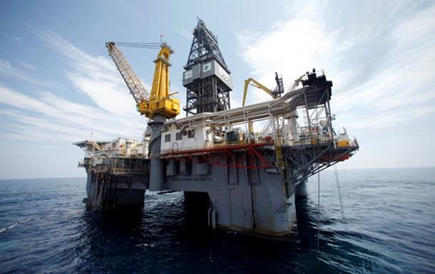 Нефть дешевеет на данных о ее запасах в США