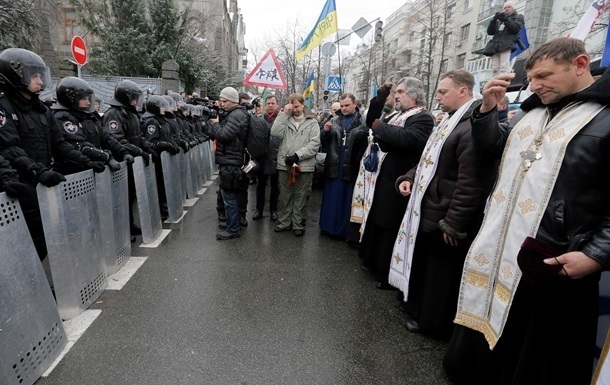 Священников вскоре могут начать призывать на капелланскую службу в АТО