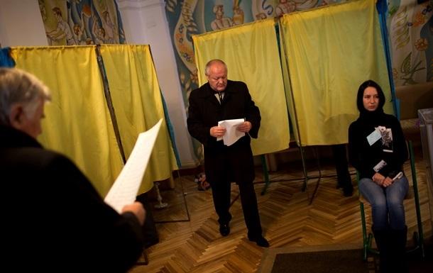 Явка избирателей на выборах в Раду к полудню составила 17%