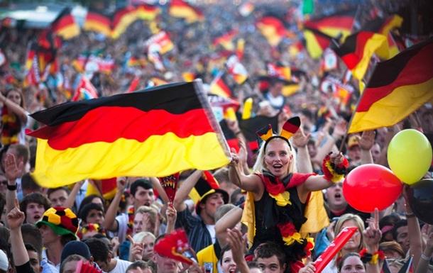 Немецкие футбольные фанаты выступили против исламистов