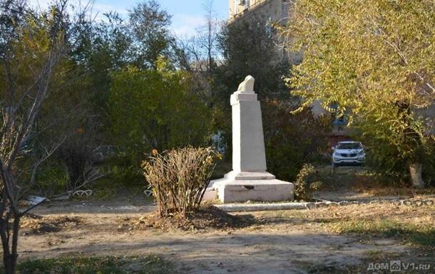 В российском Волгограде разрушили памятник Ленину