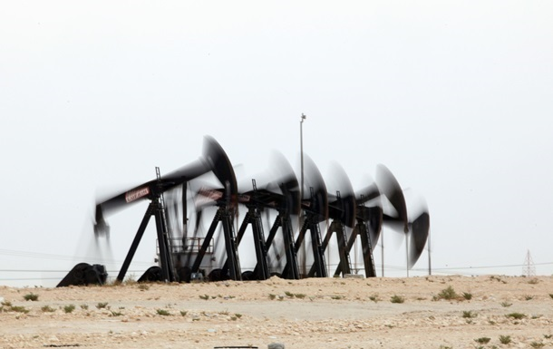 Цена нефти WTI впервые за два года упала ниже $80 за баррель