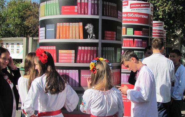 За ініціативи Руслана Демчака у Немирові з'явилась сучасна мобільна бібліотека