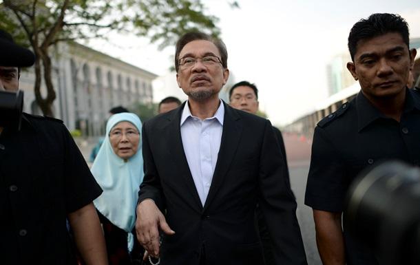 Лидер оппозиции Малайзии оспаривает обвинения в содомии