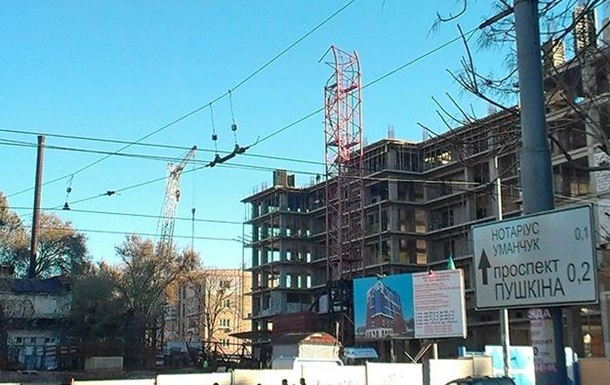 В Днепропетровске на стройке рухнул кран, погибли четыре человека