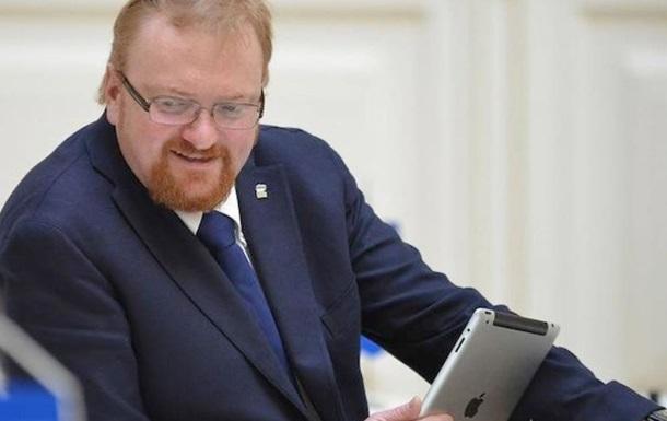 Милонов хочет запретить гею Тиму Куку въезд в Россию