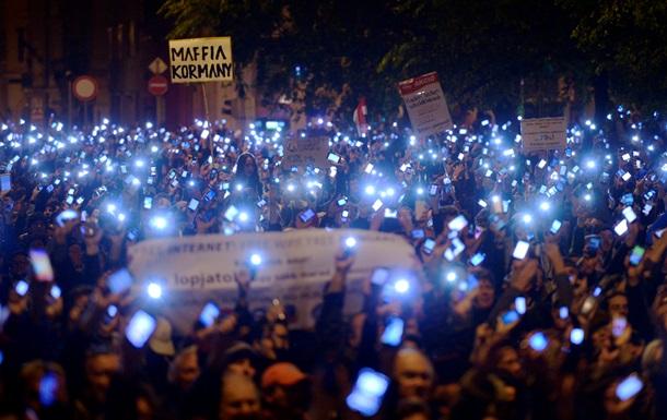 Массовые протесты вынудили власти Венгрии отказаться от налога на интернет