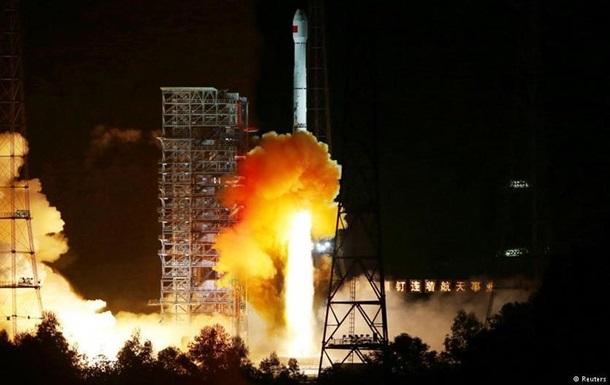 Китайский космический аппарат облетел Луну и приземлился через неделю
