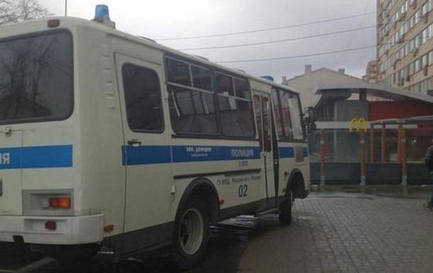 В Москве разогнали импровизированную очередь к закрытому McDonald s
