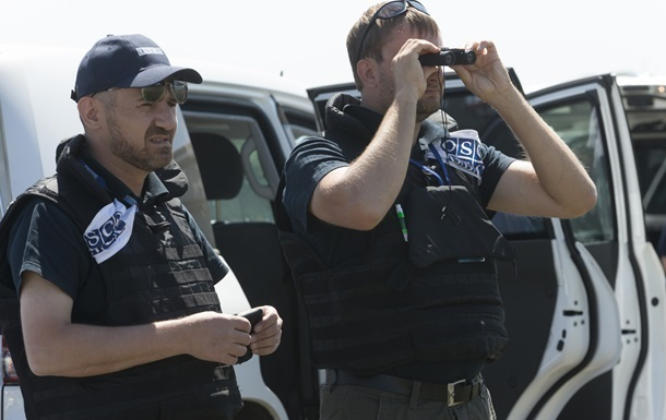 Россия отправит на Донбасс белые бронемобили для ОБСЕ