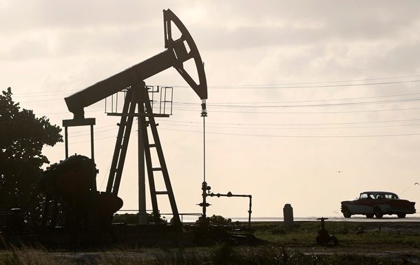Нефть дорожает на данных по ее запасам в США