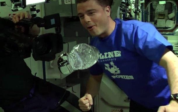 Астронавты NASA провели эксперимент с водой в невесомости