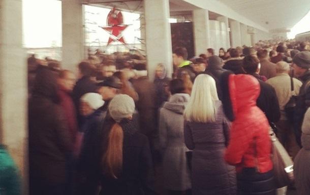 Утром в Киеве была парализована работа  красной  ветки метро