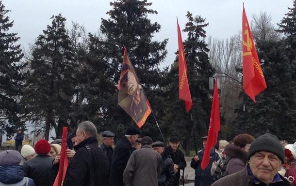 В Запорожье митингуют возле памятника Ленину