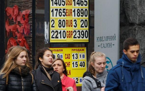 Официальный курс доллара повышен до рекордных 14,80, на межбанке уже 15,90