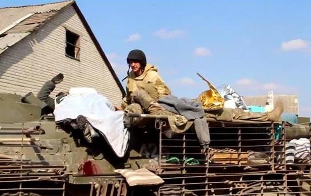 В сети появилось видео эвакуации раненых  киборгов  из донецкого аэропорта