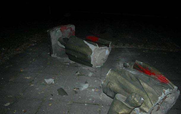 В Запорожье снесли памятник Ленину