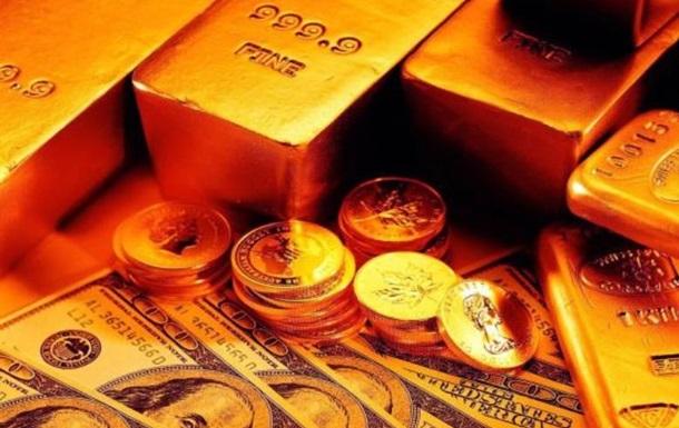 Кто и зачем ополовинил золотой запас Украины?