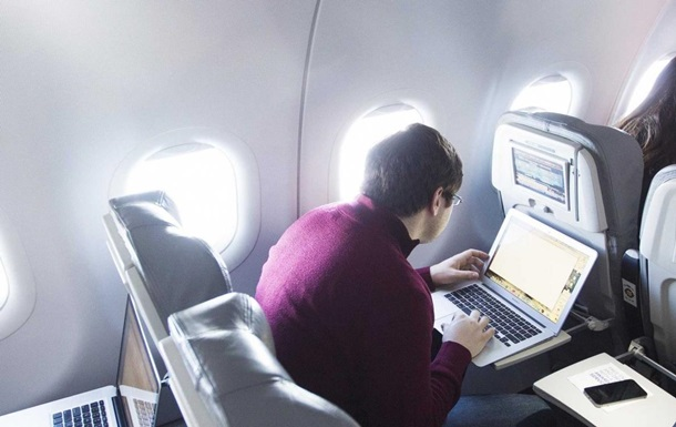 За чтение еmail во время авиаполета мужчина заплатил $1200