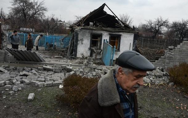В Донецке слышны взрывы и залпы из тяжелого оружия
