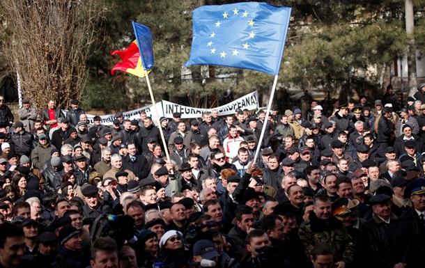 Выборы в Молдавии: между подарками, ЕС и Россией