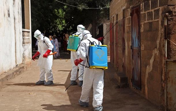 На борьбу с Эболой в Либерию прибыли врачи из Китая