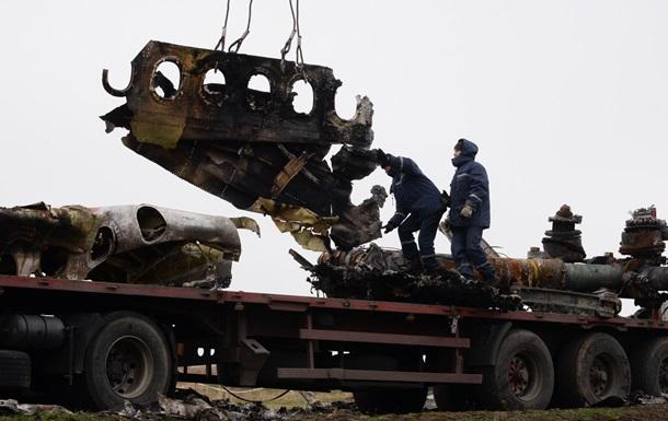 Обломки малайзийского авиалайнера вывозятся в Нидерланды
