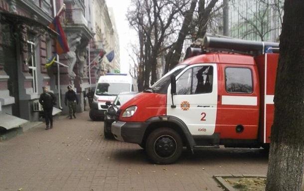В Киеве  заминировали  станцию метро Дарница и бизнес-центр