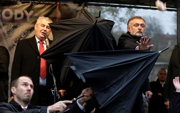 Итоги 17 ноября: Яичная атака в Чехии, драка в Киеве из-за строительства ТЦ