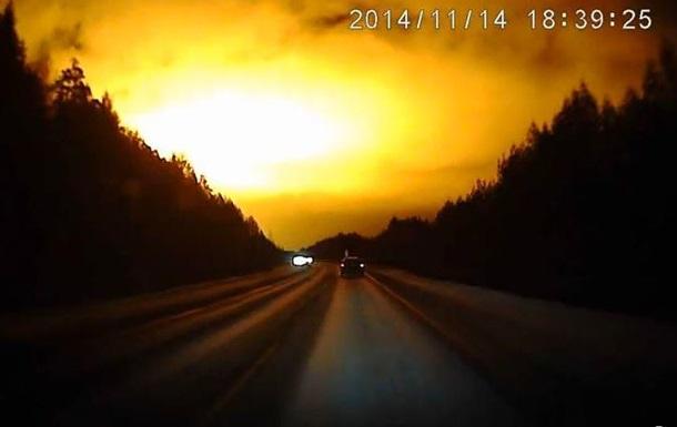 В сети появилось видео огромной вспышки в небе России