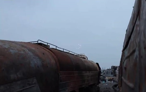 Сепаратист показал руины донецкого аэропорта и поднятый флаг Украины