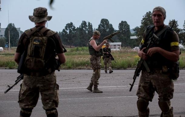 Солдаты массово вывозят оружие из зоны АТО