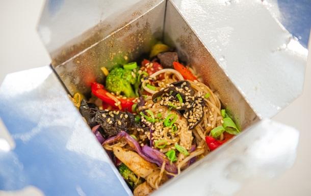 Паназиатская лапша «Рамэн» с курицей: рецепт от шефа