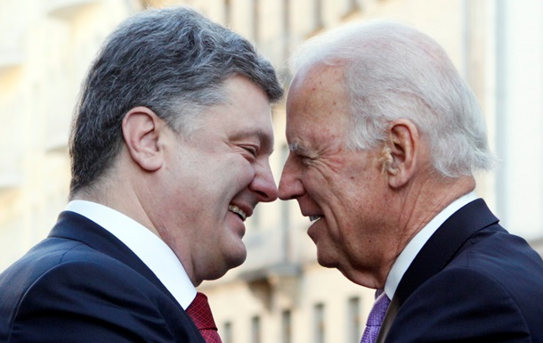 Порошенко с Байденом обнялись и посетили Майдан